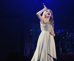 concert and Taylor Swift image