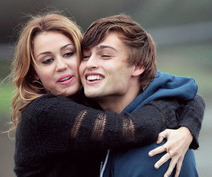 miley cyrus, couple, and lol image