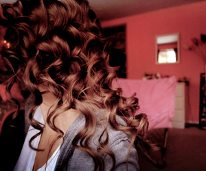 curls, hair, and pearlsandfloral image