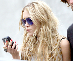 olsen and sunglasses image