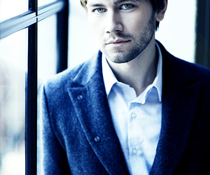 torrance coombs and reign image