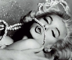 Marilyn Monroe, diamond, and black and white image