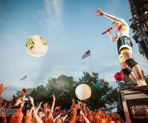 hayley williams, paramore, and monumentour image