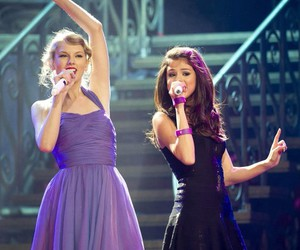 selena gomez, Taylor Swift, and friends image