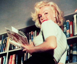 Marilyn Monroe, vintage, and book image