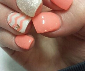 nails and pretty chevron and colers image