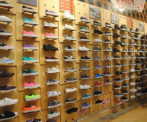 wall, shoes, and vans image