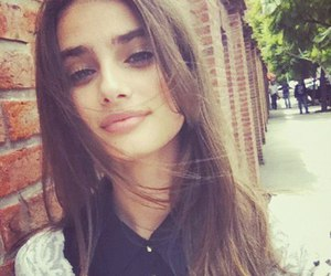 taylor marie hill and model image