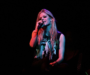 Avril, pop, and black star tour image