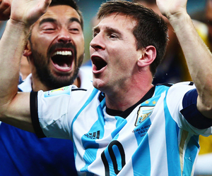 argentina, messi, and lavezzi image