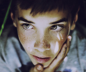 boy and eyes image