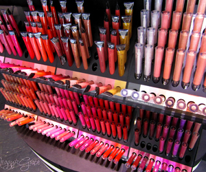 makeup and lipgloss image