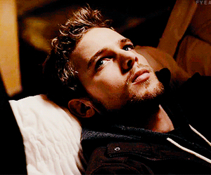 max thieriot and actor image