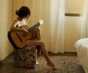 menina and violão image