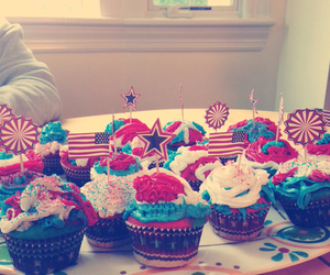 4th of july and cupcakes image