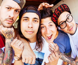 pierce the veil, ptv, and mike fuentes image