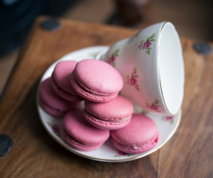 dessert and macaroons image