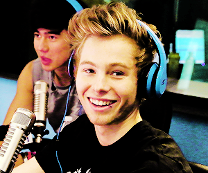 5sos, smile, and luke hemmings image