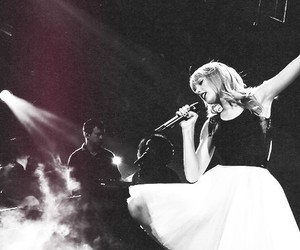 Taylor Swift, treacherous, and red tour image