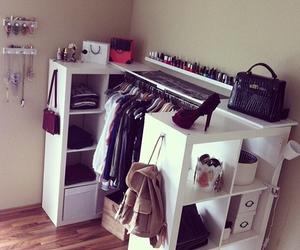 bedroom, dressing, and rangement image