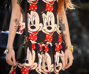 minnie mouse, cartoon fashion, and gold accessories image