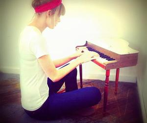 piano, Taylor Swift, and cute image