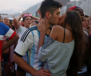 couple, argentina, and kiss image