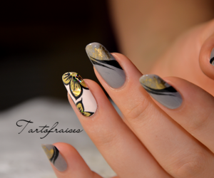 flowers, ongles, and manicure image