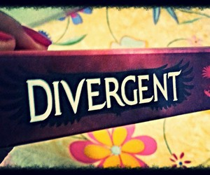 books, divergent, and veronica roth image