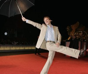 ralph fiennes and umbrella image