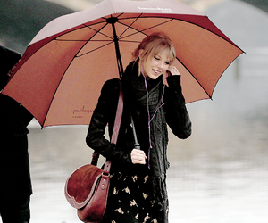 lovely, rain, and taylor image