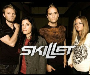skillet and band image