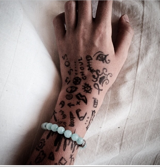 Drawing on hands images galleries for Tumblr hand doodles