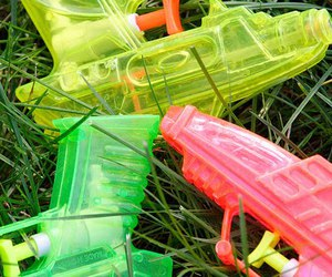 toys and water gun image