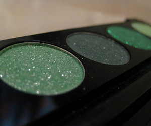 green and eyeshadow image