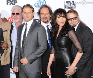 Charlie Hunnam, serie, and sons of anarchy image