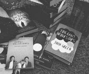black and white, john green, and livros image