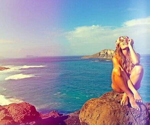 beach, flowercrown, and girl image