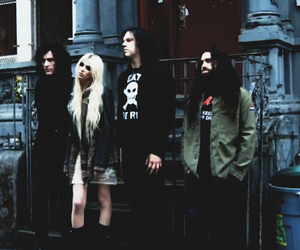 the pretty reckless, Taylor Momsen, and band image