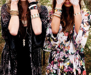 amigas, amor, and chic image