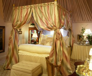 girl bedroom, sweet bedroom, and pink salmon color image