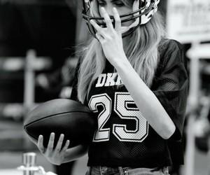 futbol americano, beautiful, and mujer image