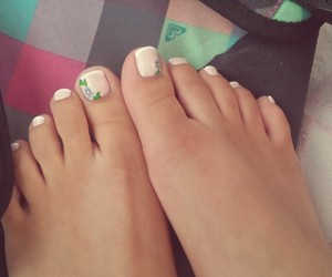 nails, pedicure, and roxy image