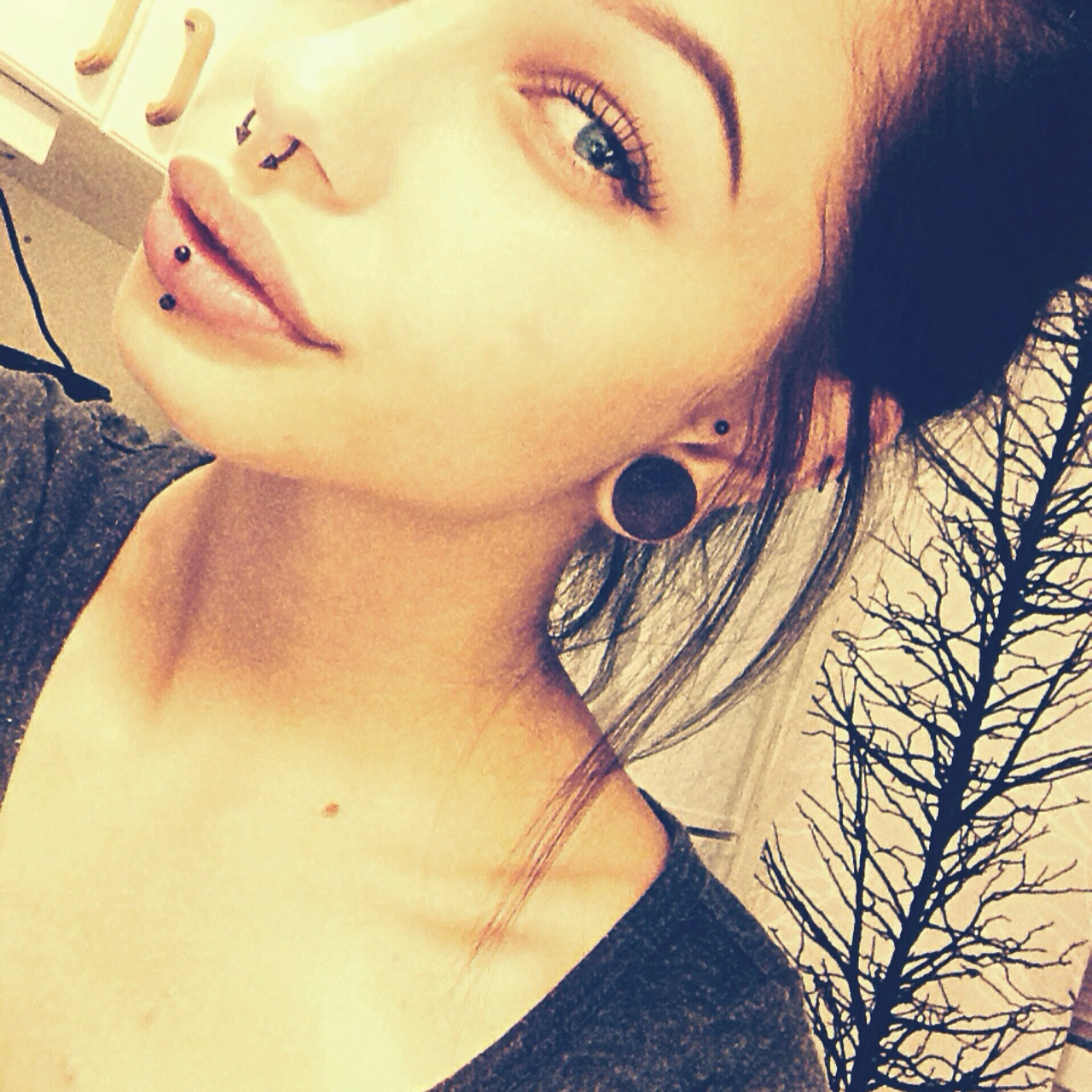 vertical labret | Tumblr discovered by @clemow1999