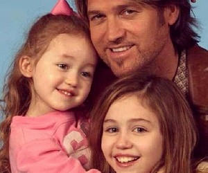 miley cyrus, family, and noah cyrus image