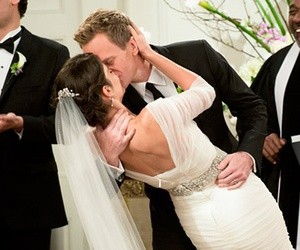 wedding, barney, and Barney Stinson image