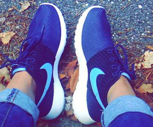 nike, bleue clair, and roshe run bleue image