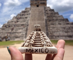 mexico and pyramid image