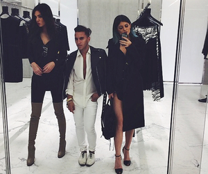 kylie jenner, kendall jenner, and style image