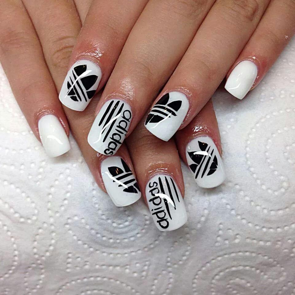Красивые нарощенные ногти фото красные